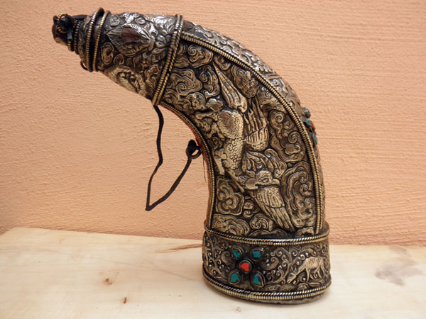 Antiguo cuerno de plata para polvora de plata. Tibet. Ref. AAD