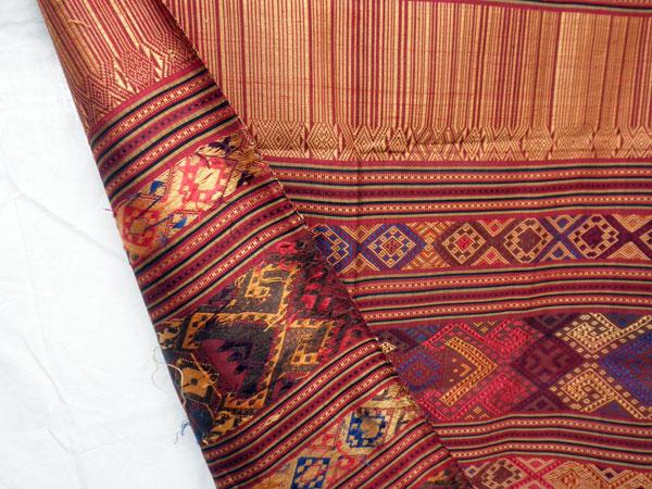 Chal tradicional de seda bordado a mano. Laos. Foto 4