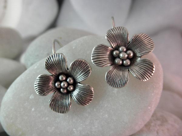 Karen tribe hill handmade earrings.. Foto 1