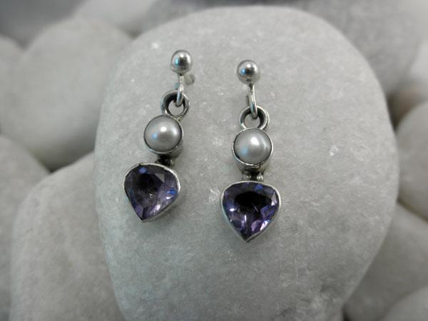 Pendientes artesanales de plata, gemas de Amatista y perlas cultivadas.. Foto 2