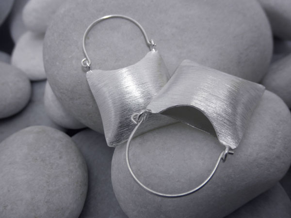 Sterling silver ethnic earrings.. Foto 1
