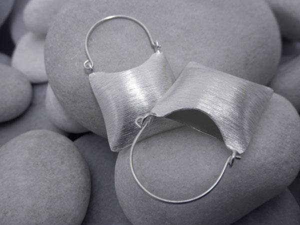 Pendientes etnicos artesanales de plata.. Ref. DBZ