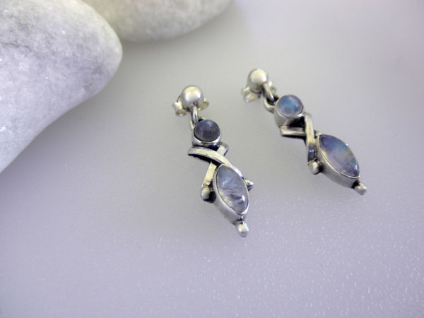 Ethnic Sterling silver and Moonstone earrings.. Foto 2