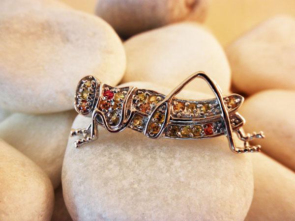 Grasshopper Sterling silver artisanal pendant.. Foto 1