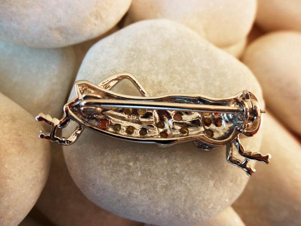 Grasshopper Sterling silver artisanal pendant.. Foto 2