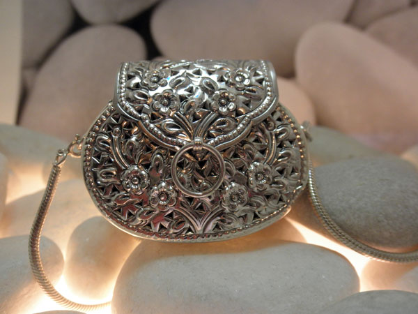 Hand-crafted Sterling silver pendant.. Foto 1