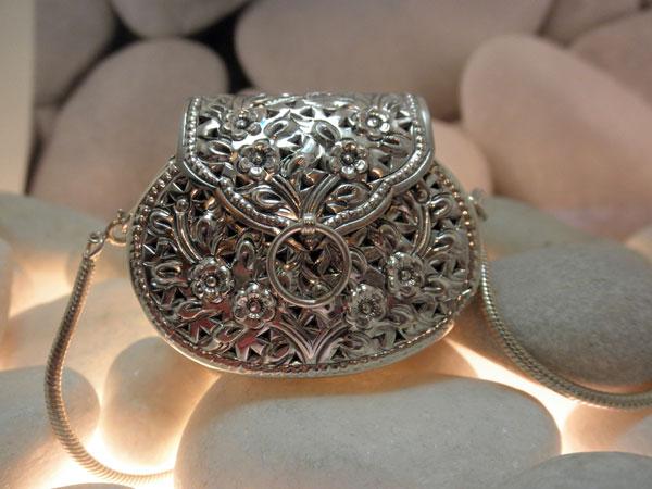 Colgante de plata labrada artesanalmente.. Foto 1