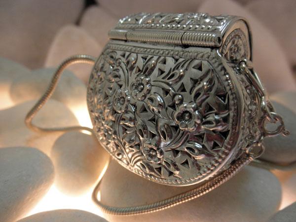 Colgante de plata labrada artesanalmente.. Foto 2