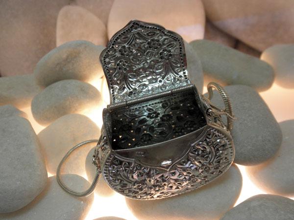 Colgante de plata labrada artesanalmente.. Foto 3