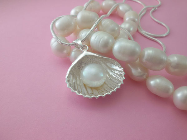 Sterling silver and natural Pearl pendant.. Foto 1