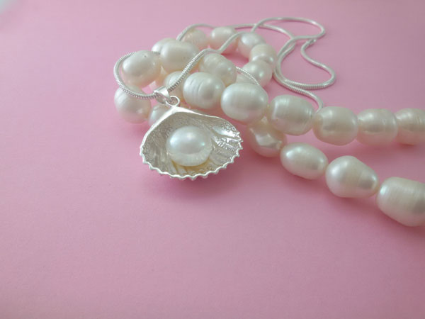 Sterling silver and natural Pearl pendant.. Foto 2