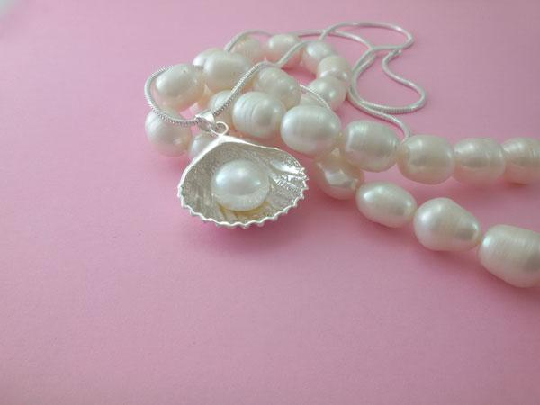 Colgante artesanal de plata y perla cultivada.. Foto 2