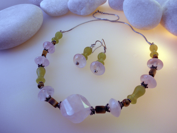 Sterling silver, Pink Quatz and Jade necklace and earrings set.. Foto 1