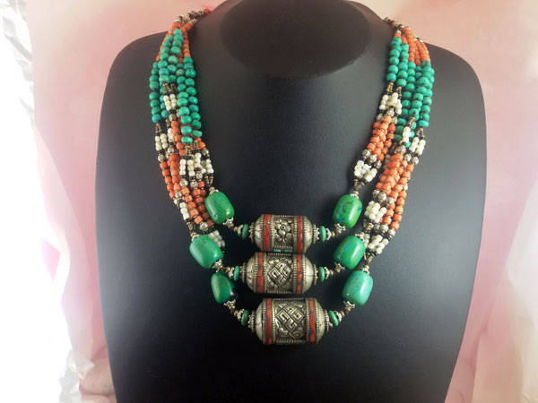 Antique Tibetan traditional necklace.. Foto 1