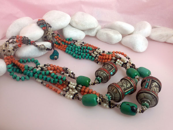 Antique Tibetan traditional necklace.. Foto 2