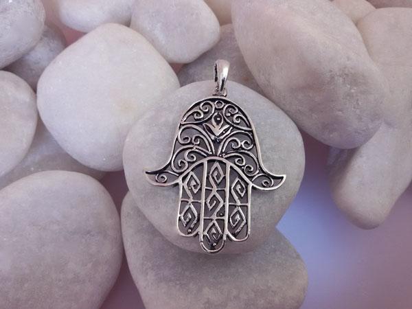 Colgante artesanal de plata Mano de Fatima.. Ref. EQC