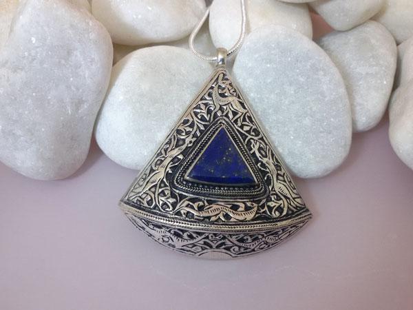 Lapis lazuli ethnic pendant.. Foto 1