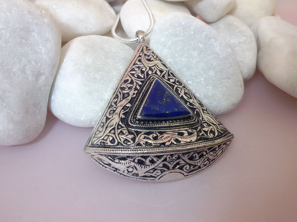 Lapis lazuli ethnic pendant.. Foto 2