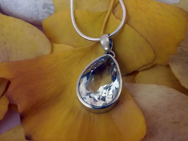 Rock crystal quartz and Sterling silver pendant.. Foto 1