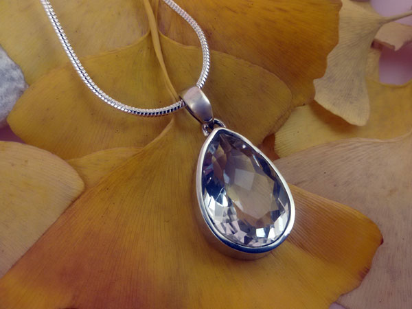 Rock crystal quartz and Sterling silver pendant.. Foto 2