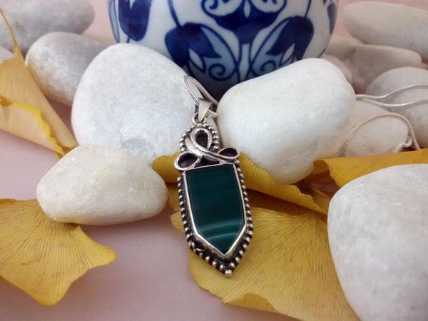 Colgante artesanal de plata y Agata verde.. Ref. ERQ