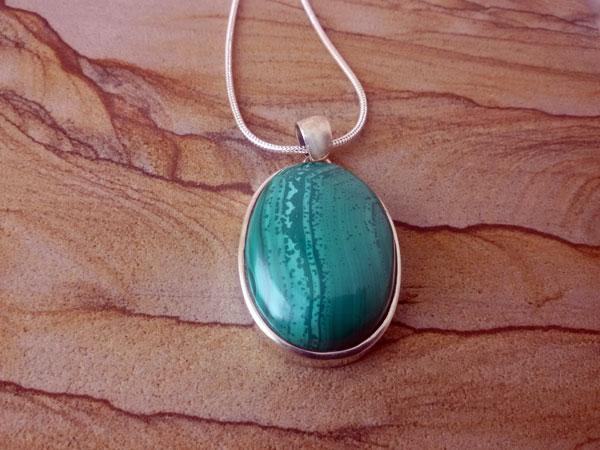 Malachite and Sterling silver pendant.. Foto 1