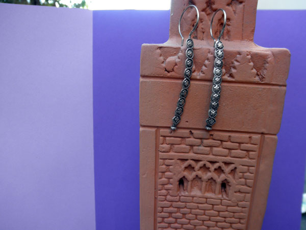 Ethnic handmade silver earrings. Foto 1