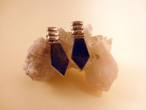 Pendientes artesanales de plata y lapis lazuli, Chile.. Ref. FAJ