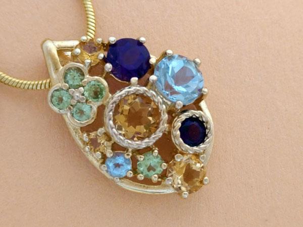 Elegante colgante de gemas preciosas.. Ref. JAE