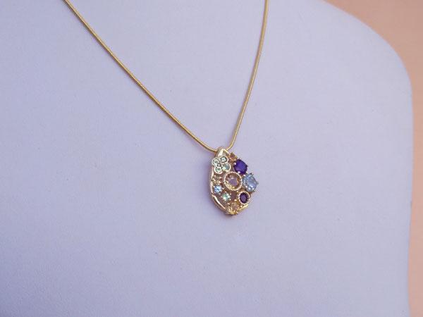 Elegante colgante de gemas preciosas.. Foto 3