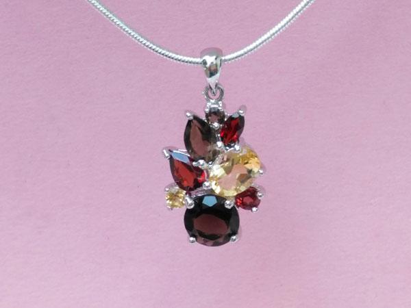 Sterling silver pendant and gem set.. Foto 2