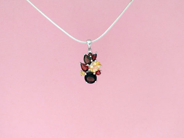 Sterling silver pendant and gem set.. Foto 3