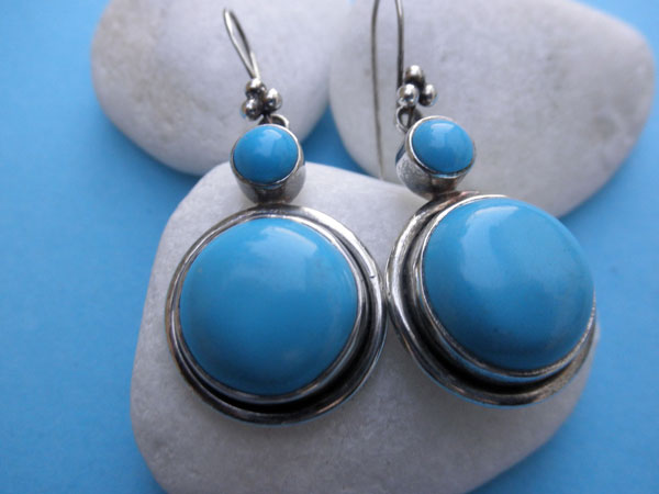 Handmade Sterling silver and Turqoise gemstones earrings.. Foto 2