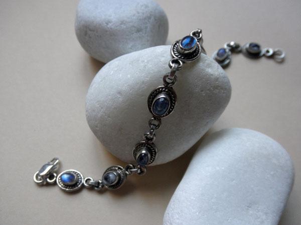 Pulseras de plata y piedra luna