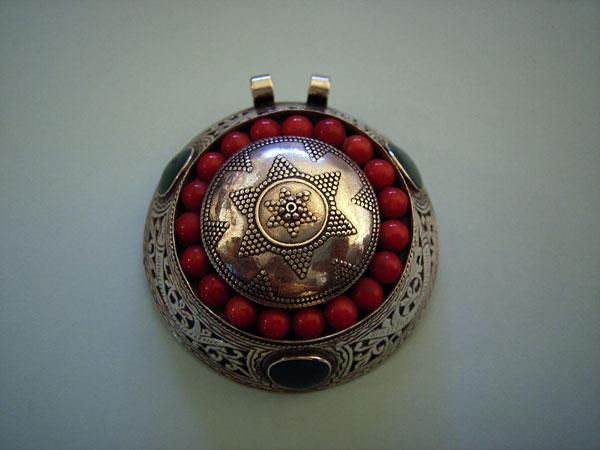 Ethnic silver tibetan pendant with coral 190 eur jewellery foto 3 ethnic silver tibetan pendant with coral aloadofball Images