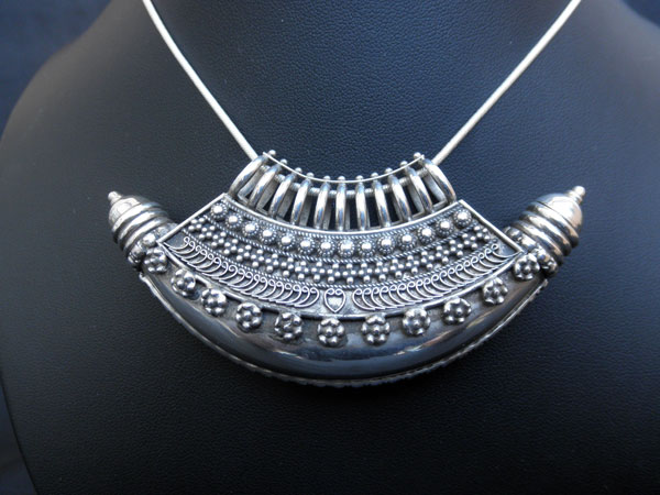 """""""Ta`wiz"""". Colgante etnico tradicional de plata. Uttar Pradesh, India.. Foto 1"""