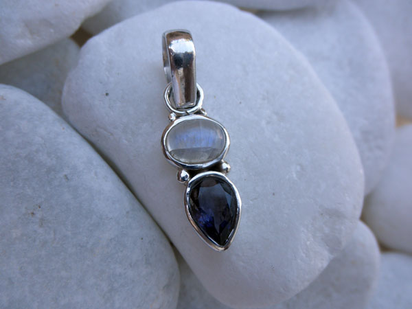 Silver pendant with a Moonstone and Amethyst gemstones. Foto 1