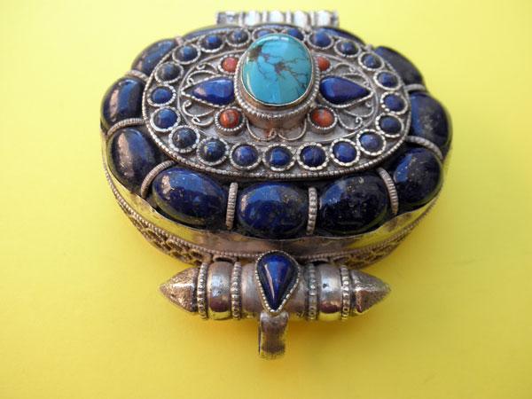 """Ga,u"" Silver and Lapislazuli Ethnic traditional pendant from Tibet.. Foto 2"