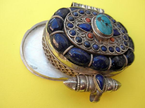 """Ga,u"" Silver and Lapislazuli Ethnic traditional pendant from Tibet.. Foto 3"