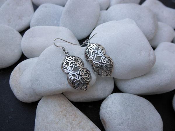 Silver carved earrings. Foto 1