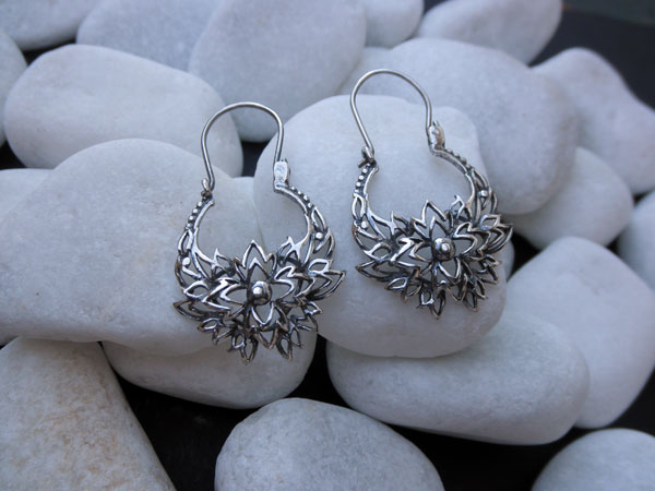 Sterling Silver carved earrings. Foto 1