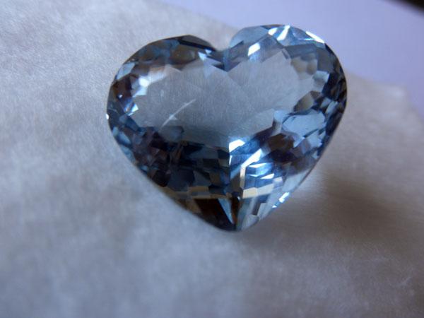 Aguamarina talla corazon, procedente de Pakistan. Ref. JGE