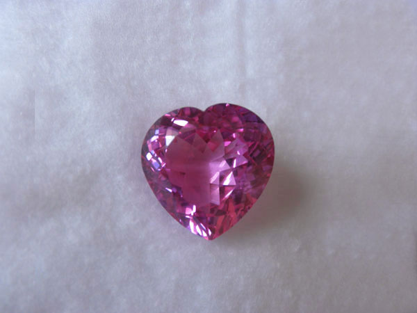 Pink Topaz shape Heart Facet from Brasil. Foto 1