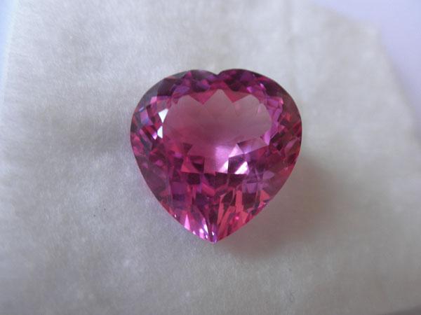 Pink Topaz shape Heart Facet from Brasil. Foto 2