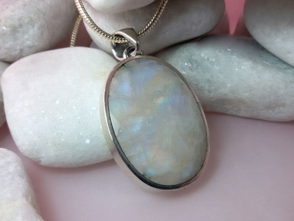 Gorgeous Sterling silver and faceted Moonstone gemstone pendant.. Foto 1