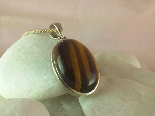 Tiger eye and Sterling silver pendant.. Foto 1
