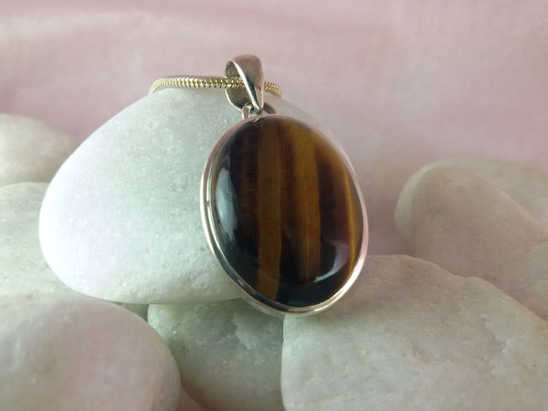 Tiger eye and Sterling silver pendant.. Foto 2