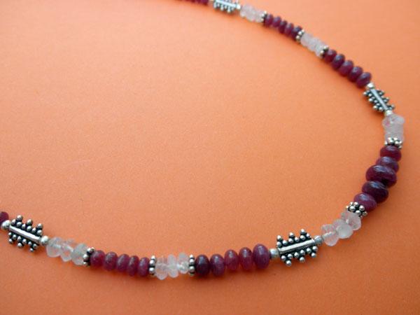 Collar de plata, Rubis y Piedra de luna.. Foto 2