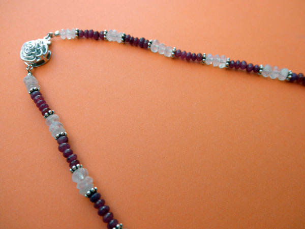 Silver, Rubies and Moonstone necklace.. Foto 3