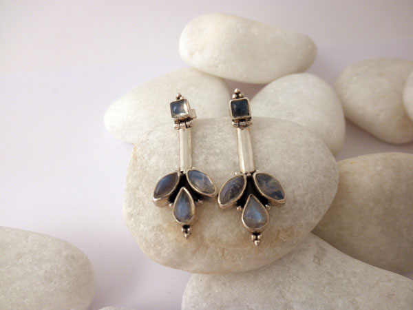 Handmade Sterling silver and Moonstone earings.. Foto 2